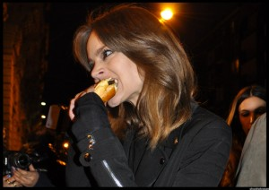 Freja_Beha_Erichsen_eating